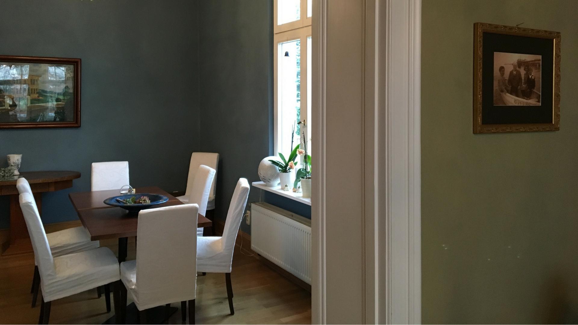 Blick in den blauen Salon der Villa Dorothea in Heringsdorf