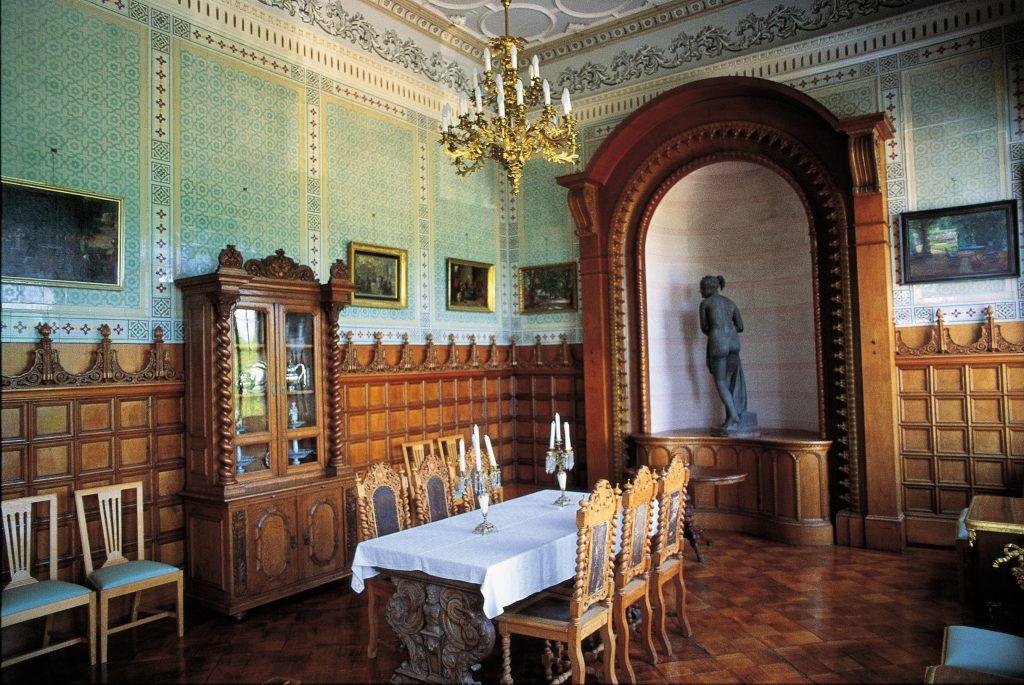 Historischer Saal im Jagdschloss Granitz auf Rügen