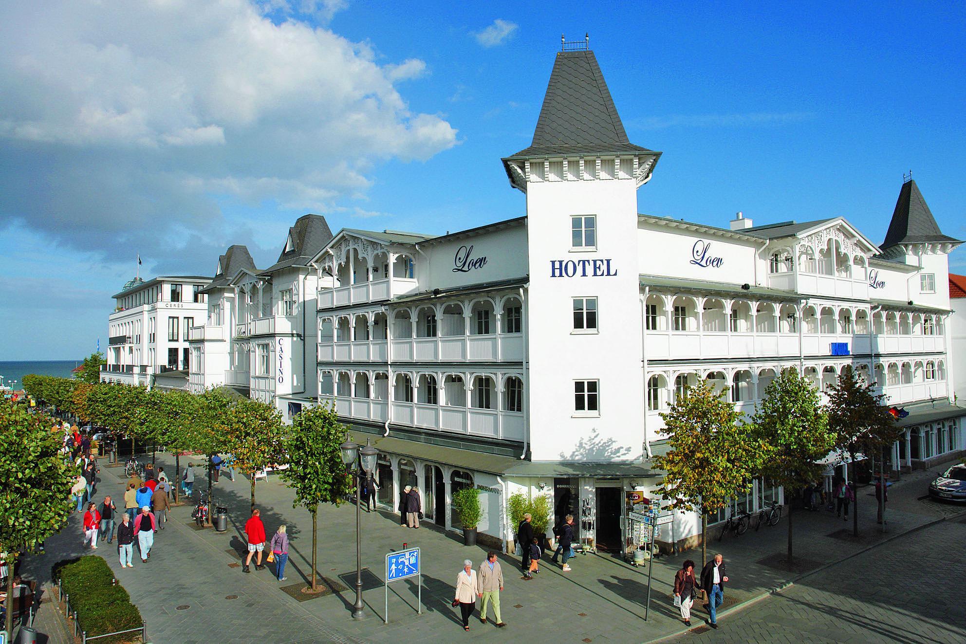 Das Hotel Loev liegt direkt an der Hauptflaniermeile von Binz