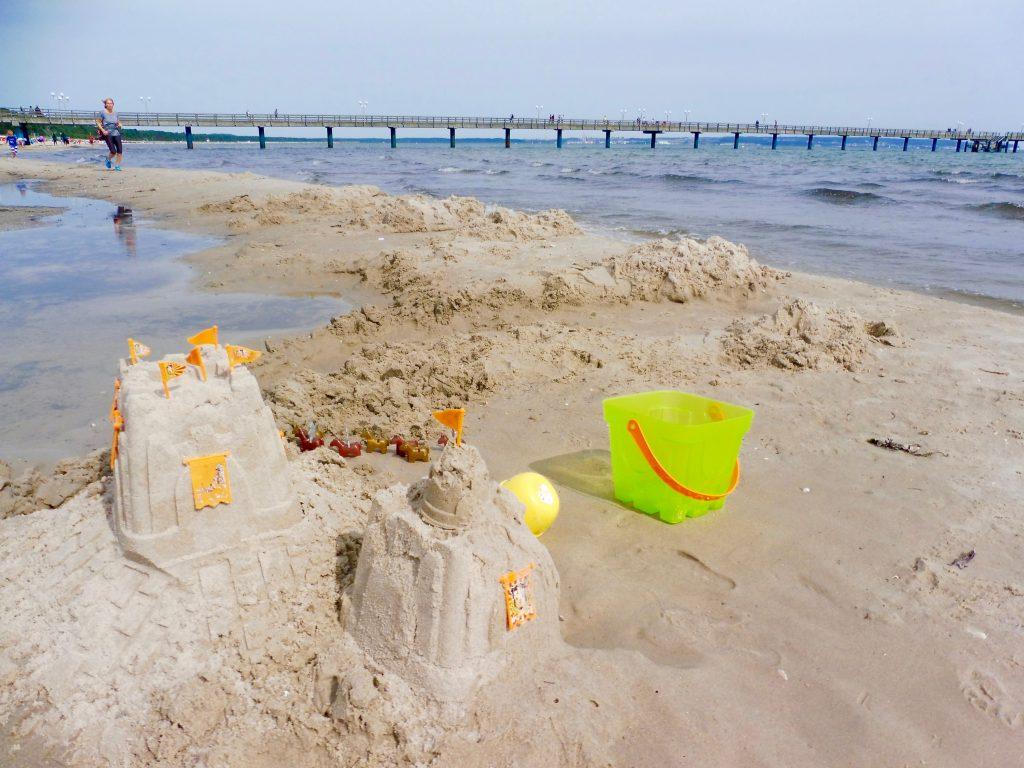 Sandburg am Strand von Binz